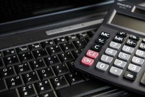 imagem do computador e cálculo