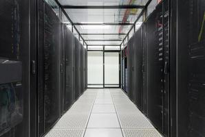 centro de datos, sala de servidores para negocios. foto
