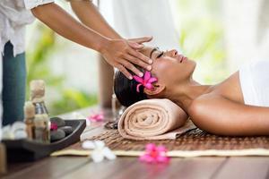 masaje facial al aire libre foto