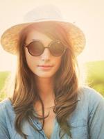 Retrato de hermosa niña al aire libre foto