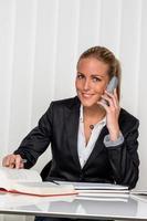 mujer de negocios en la oficina foto