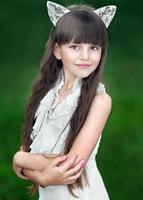 retrato de menina ao ar livre no verão
