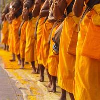 monges na tailândia