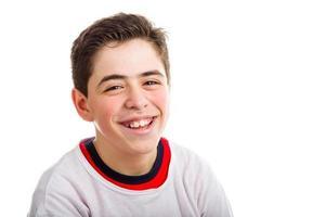 niño caucásico sonriendo foto