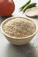 arroz integral en un tazón