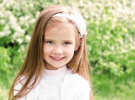 portret van schattig lachend meisje