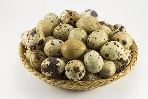 ovos de codorna em forma oval de vime