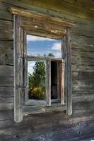 ventana de la vieja casa de madera foto