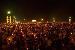 mae jo, chiangmai, tailandia - 25 de octubre de 2014: linterna flotante,