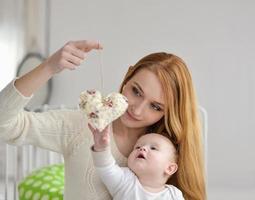Retrato de feliz madre y bebé