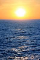 puesta de sol sobre el caribe