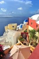 colorido edificio en la isla de santorini foto