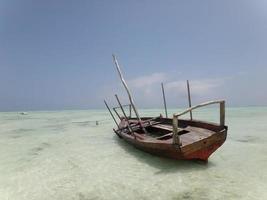barco abandonado foto