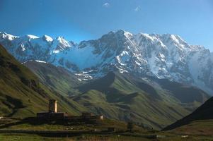 Monasterio Ushguli en Georgia foto