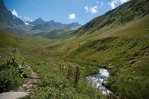 senderismo en la montaña de georgia