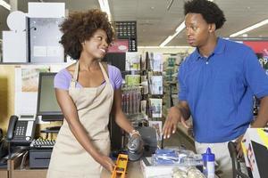 funcionário americano africano trabalhando