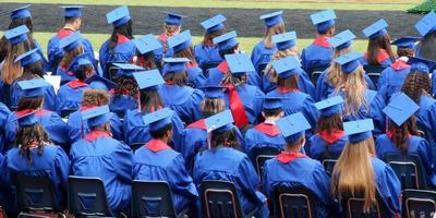 graduados sentados