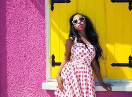 joven atractiva mujer afroamericana