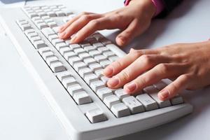 secretaria escribiendo foto