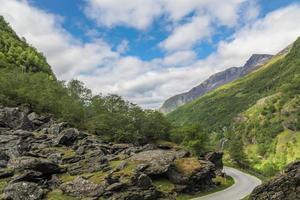 montañas en noruega foto