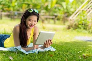 usando tablet digital