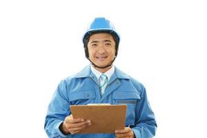 trabajador asiático sonriente foto