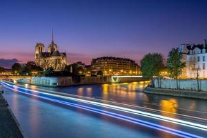 Notre Dame de Paris no crepúsculo