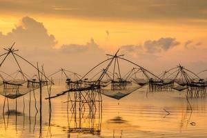 la vida asiática en el amanecer foto
