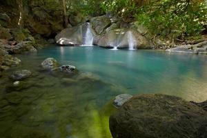 un manantial natural asiático foto