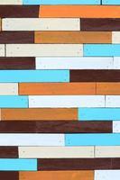 panel de pared de madera vintage colorido foto