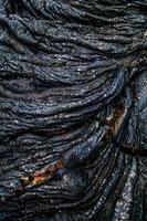ondulación iridiscente de roca de lava