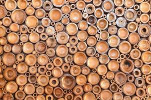 pila de troncos de madera foto