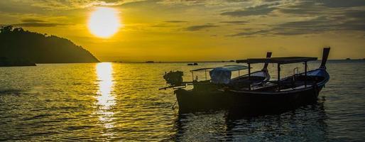 atardecer en puesta de sol playa foto