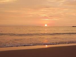 pôr do sol do mar do Havaí