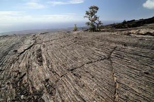 líneas de roca volcánica