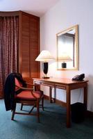 escritorio en una oficina moderna foto