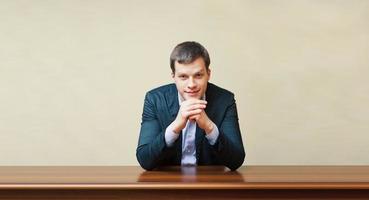 uomo d'affari su una scrivania