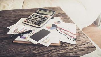 escritorio de oficina, trabajando en una mesa de madera foto