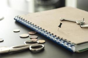 herramientas de oficina en el escritorio foto