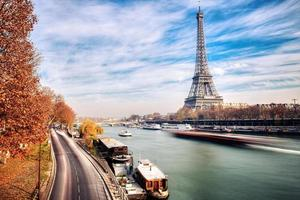 Eiffel tower from the bir-hakeim bridge photo