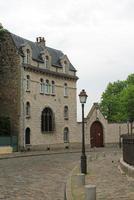 vista histórica da rua em montmartre, paris, frança