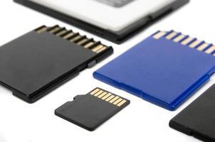 tarjetas multimedia aisladas sobre fondo blanco closeup foto