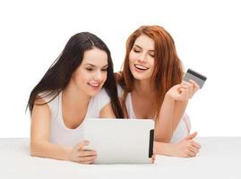 smiling teenagers with tablet pc and credit card