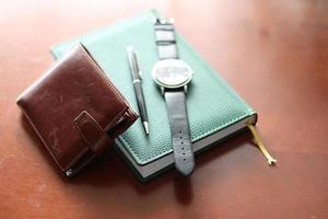 conjunto de relojes con billetera para hombres foto