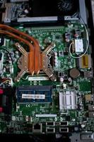 Placa de circuito electrónico con procesador, de cerca. foto