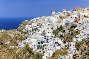 oia village en la isla de santorini, norte, grecia foto