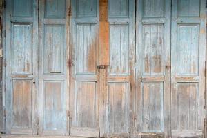 puerta griega azul