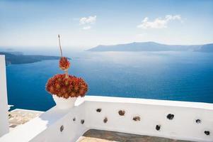 arquitectura blanca en la isla de santorini, grecia.