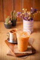té helado de leche tailandesa foto