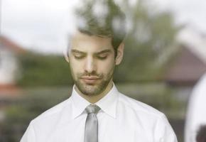 Retrato de joven empresario foto